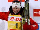 Тура Бергер финиширует с флагом в масс-старте Рупольдинга